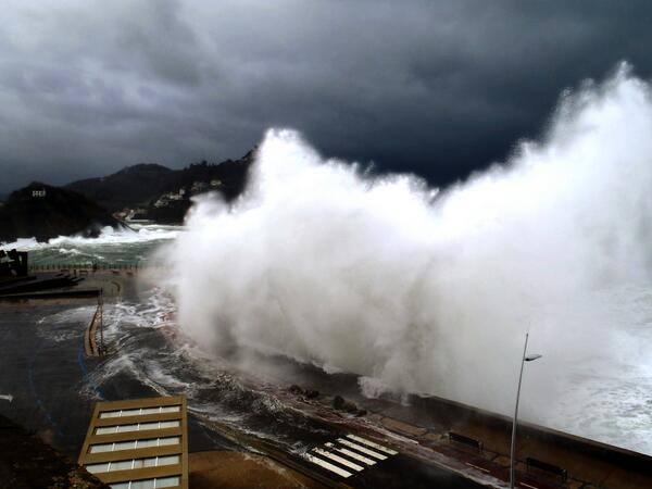 San Sebastian Euskadi Basque Country Donostia oleaje temporal