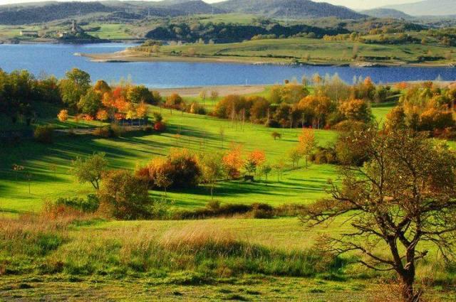 Parque de Garaio en otoño euskadi basque country alava araba
