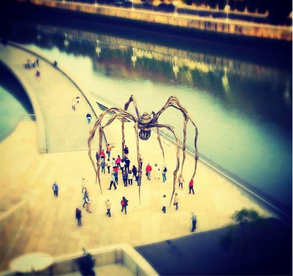 "Escultura ""Maman"", """"ama"" de Louise Bourgeoise en el Museo Guggenheim de Bilbao"